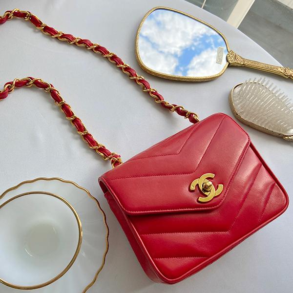 Around 1995 Made V Flap Turn-lock Chain Bag Red